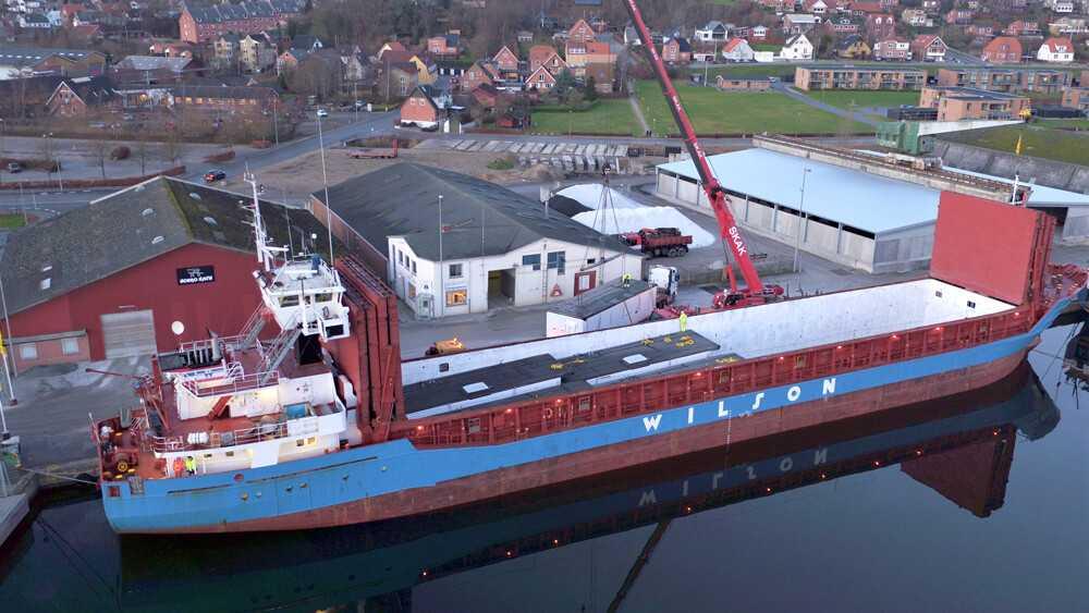 hobro-havn-december-aften-bm-byggeindustri-laster-moduler